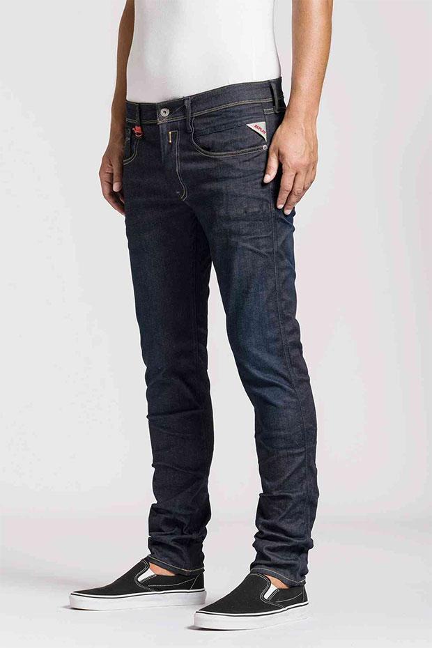 replay lance une ligne de jeans extensibles hyperflex peah. Black Bedroom Furniture Sets. Home Design Ideas