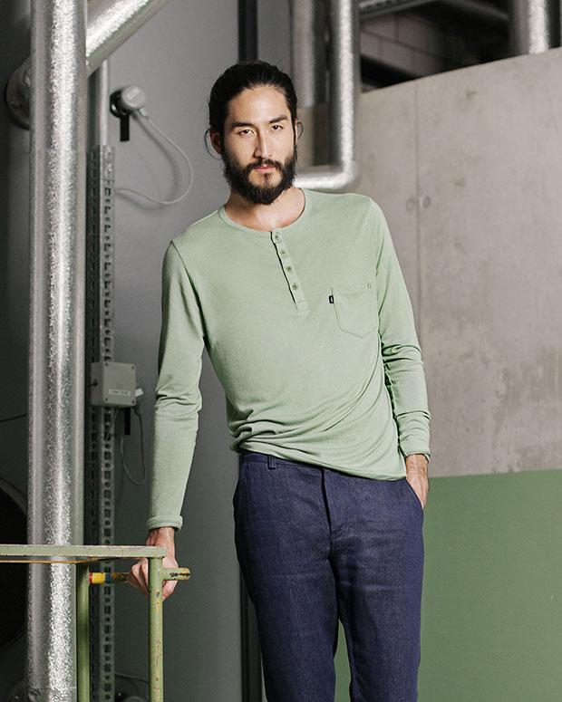 Pantalon et t-shirt homme Freitag biodégradables