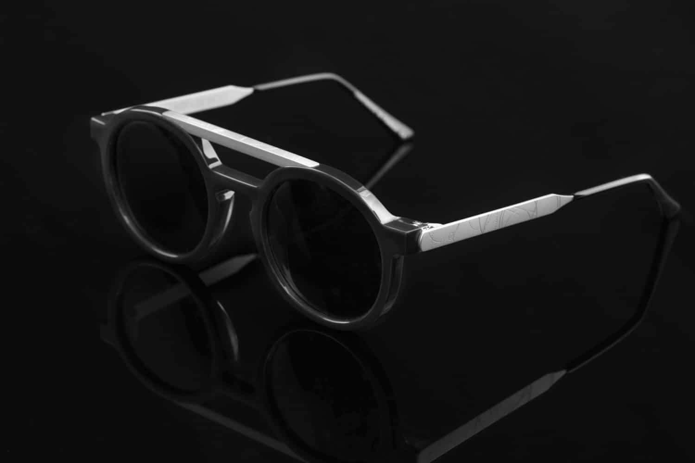 9c7dca518534 Le lunetier français Thierry Lasry collabore avec le tatoueur américain Dr.  Woo pour une capsule de lunettes de soleil modernes et graphiques. ...