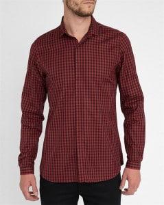 chemise à carreaux noirs et rouges The Kooples