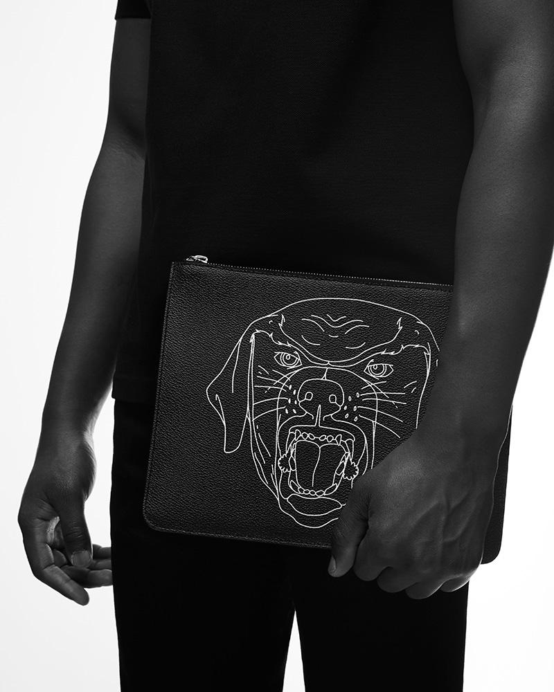 pochette cuir Rottweiler Givenchy