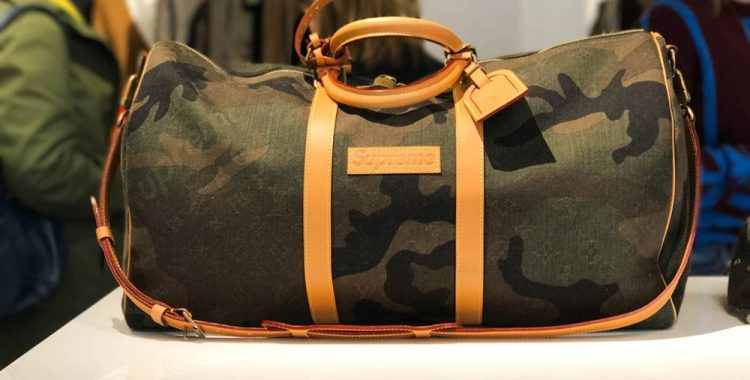 sac de voyage camo Supreme Louis Vuitton